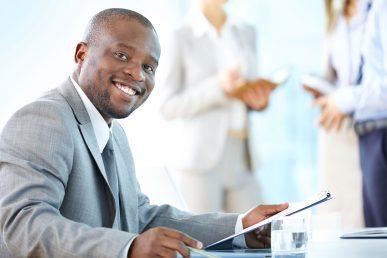 O que é ser feliz no trabalho? Veja cinco sinais